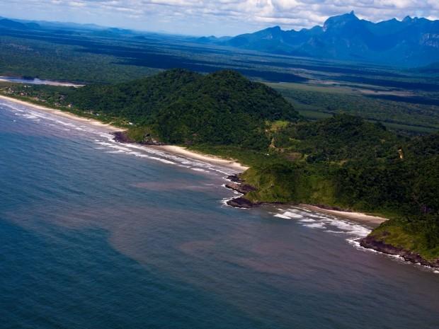 Da direita para esquerda, praia da Desertinha é a primeira em destaque (Foto: Edilson Almeida / Prefeitura de Peruíbe)