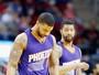 Jogadores dos Suns discutem e trocam empurrões durante jogo
