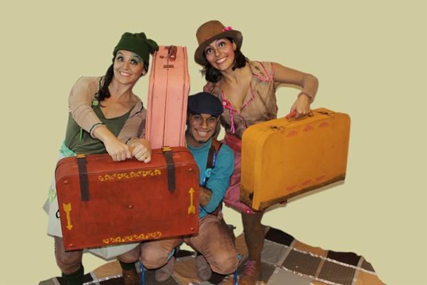Grupo usa malas para levar material de trabalho (Foto: Divulgação)