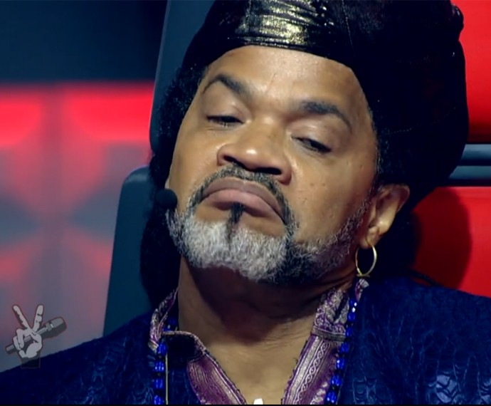 Carlinhos Brown como? Desconfiado... (Foto: TV Globo)
