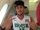 Neymar tem alta hospitalar e volta para casa: 'Cara inchada'