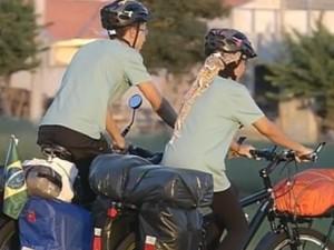 Bikes foram adaptadas para a viagem  (Foto: Reprodução / TV TEM)