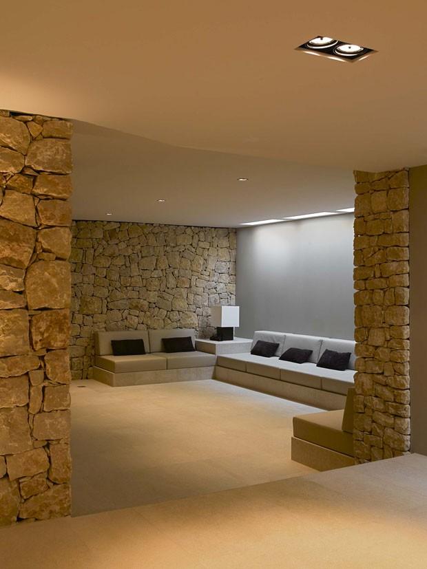 Um lar feito de pedra madeira e concreto casa vogue casas - Casas decoradas con piedra natural ...