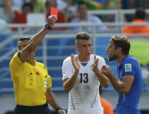 Itália x Uruguai Marchisio expulso (Foto: Reuters)