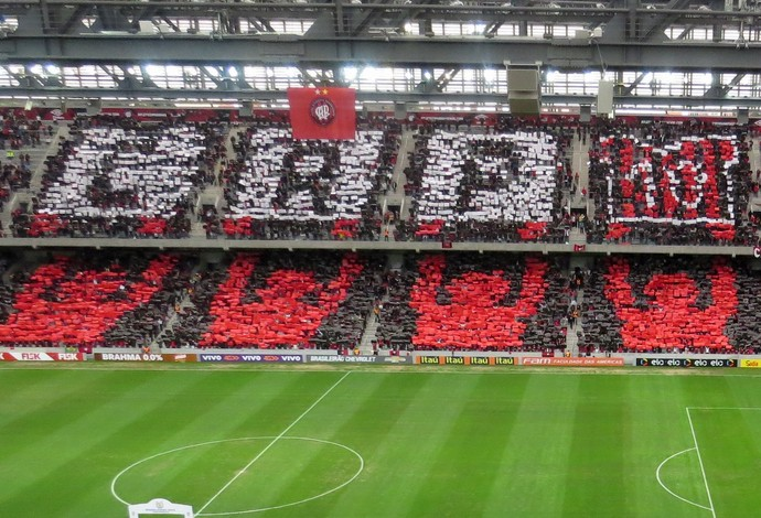Mosaico da torcida do Atlético-PR na Arena da Baixada (Foto: Fernando Freire