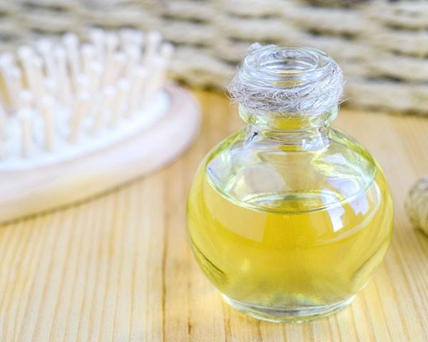 Os óleos naturais são aliados do cabelo saudável (Foto: Thinkstock)