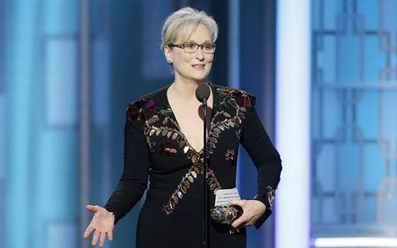 Meryl Streep, aos 67 anos: atriz, que já ganhou oito vezes o Globo de Ouro, foi a grande homenageada da noite e criticou Donald Trump (Foto: Reprodução)