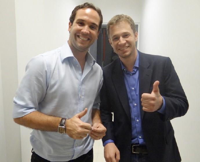 Caio Ribeiro e Tiago Leifert nos bastidores do 'Domingão do Faustão' (Foto: Gshow )