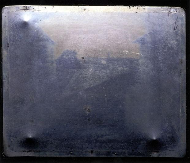 Placa usada como negativo da primeira fotografia em 1826 (Foto: Joseph Nicéphore Niepce)