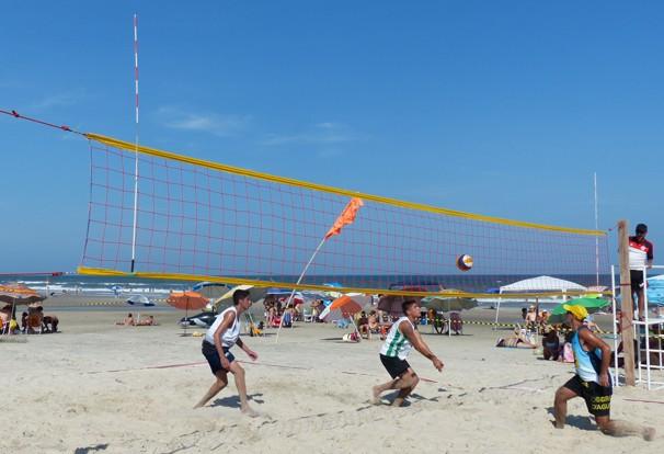 O vôlei de praia é uma das atrações do Pontal + Verão (Foto: Divulgação/ RPC)