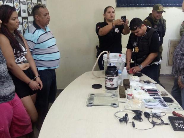 três presos devem responder pelos crimes de tráfico de drogas e receptação (Foto: Reginaldo Balieiro/ Tv Tapajós)