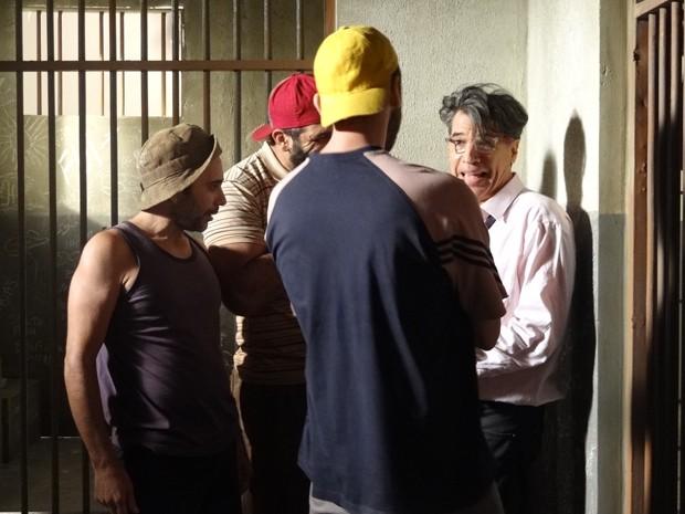 Téo Pereira contraria juíza e vai parar na cadeia (Foto: Paula Paiva/ Gshow)