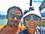 Fred curte dia de praia com a namorada