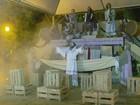 Kombi 'Fifi' leva trupe para encenar a 'Paixão de Cristo' em cidades de MG