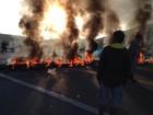Manifestantes fecham BR-101 por falta de passarela em Casimiro, no RJ