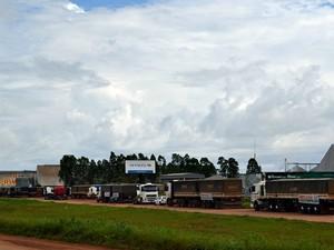 Paralisação dos transportadores de grãos completa 12 dias, em Rondônia (Foto: Jonatas Boni/G1)