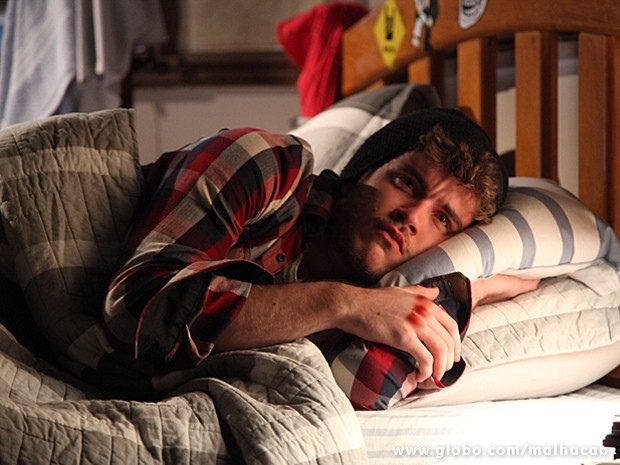 Sidney não sabe como lidar com a volta do pai e sofre  (Foto: Jacson Vogel / TV Globo)