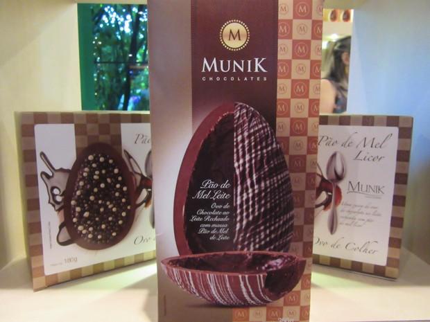 A fabricante Munik traz o ovo Pão de Mel ao Leite, recheado pelo sabor que é marca registrada da empresa (Foto: Marta Cavallini/G1)
