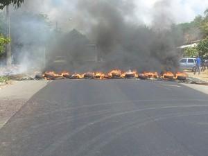 Bloqueio ocorreu em protesto por série de acidentes no trecho da BR-226, em Natal (Foto: Antônio Netto)