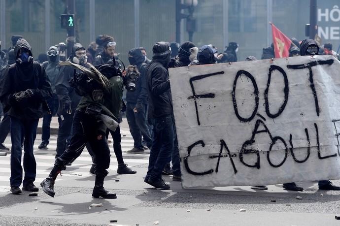 Manifestantes contra as reformas trabalhistas na França (Foto:  ALAIN JOCARD / AFP)