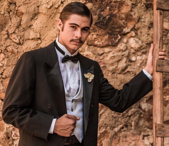 Carlos Eduardo será interpretado por Rafael Vitti no passado e, nos dias atuais por Marcelo Serrado (Foto: Caiuá Franco/ Globo)