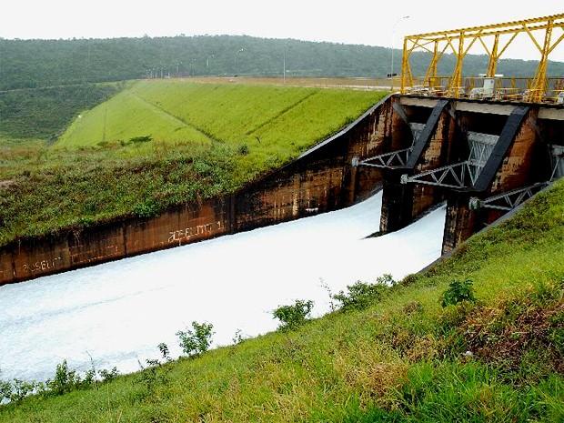 Companhia Energética de Brasília abre comportas do Lago Paranoá em 50 centímetros cada (Foto: Wilson Dias/ABr)