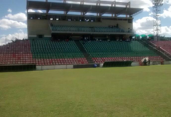 Estádio Bernardo Rubinger, em Patos de Minas (Foto: Jaime Júnior)