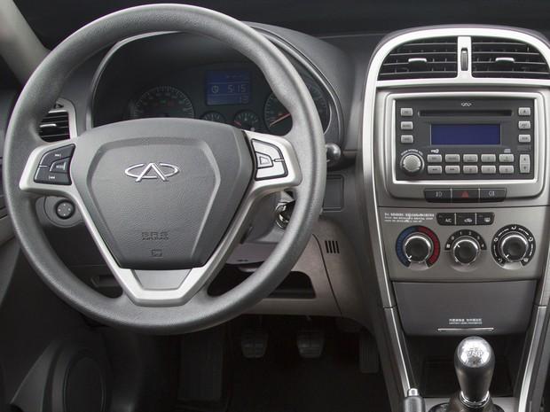 Chery Tiggo traz novo painel, console central, volante, manopla de câmbio, bancos e revestimento (Foto: Divulgação)