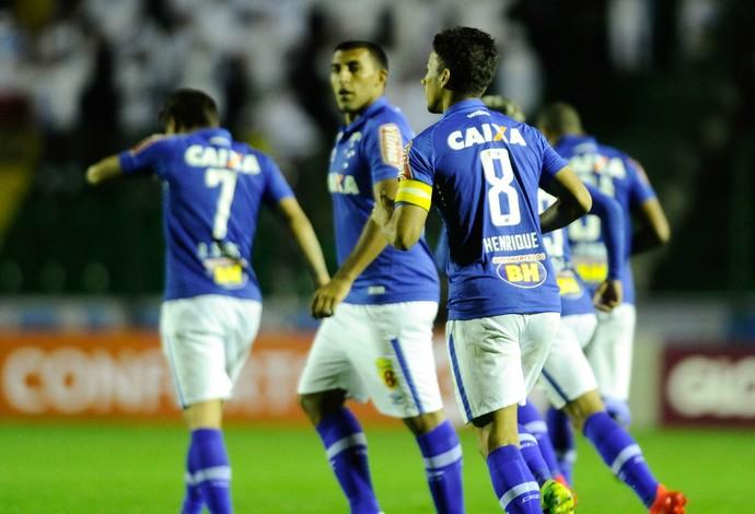 Ramón Ábila e Henrique marcaram para o Cruzeiro na vitória sobre o Figueirense (Foto: Eduardo Valente/Light Press)