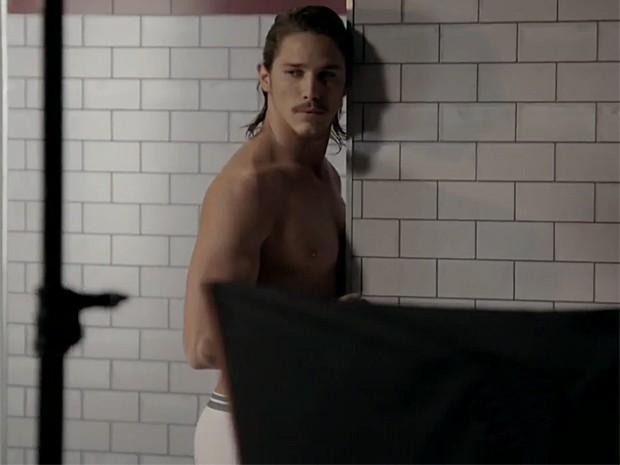 Robertão manda muito bem na hora da sedução (Foto: TV Globo)