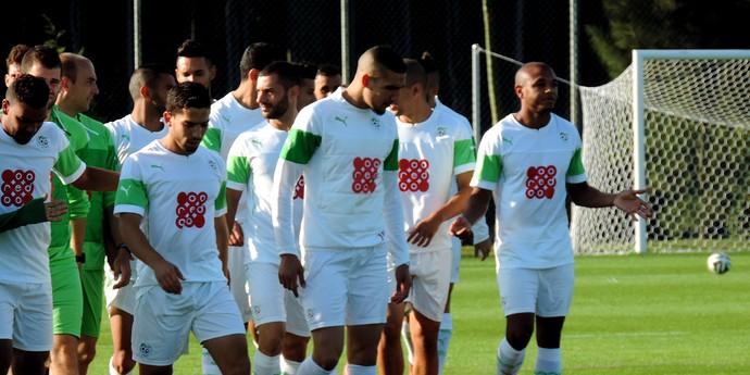 Brahimi argelia treino (Foto: Natália de Oliveira)