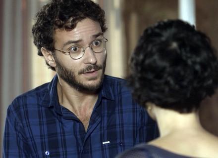 Elio manda comparar impressões digitais de Marina e Isabela