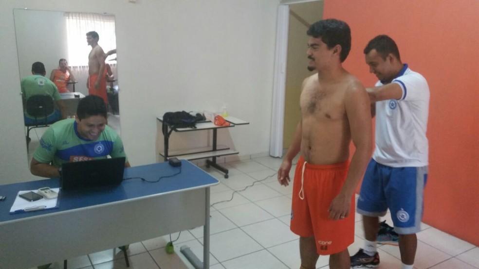Jogadores do Parnahyba fazem avaliação corporal  (Foto: Didupaparazzo)
