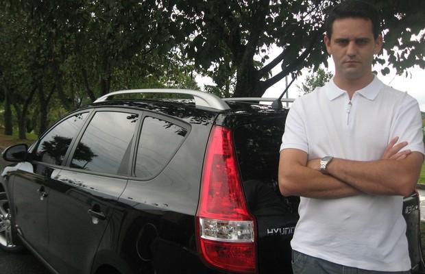 Ricardo Vaz e Hyundai i30 CW sem antiesmagamento (Foto: Shyla Vaz)