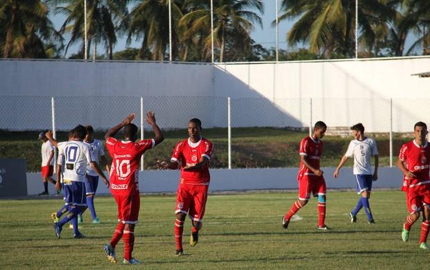 Jogadores do América-RN comemoram gol contra o Centenário (Foto: Gabriel Peres/Divulgação)