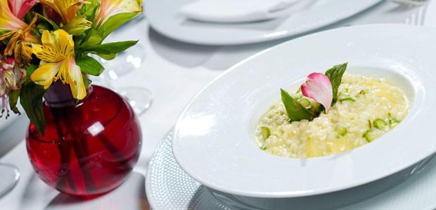 Risoto de aspargos com brie é a dica natalina preparada pela chef portuguesa Ilda Vinagre com ingredientes da cozinha italiana enviados pelo chef Reginaldo Soares (Foto: Flavio Moraes/G1)