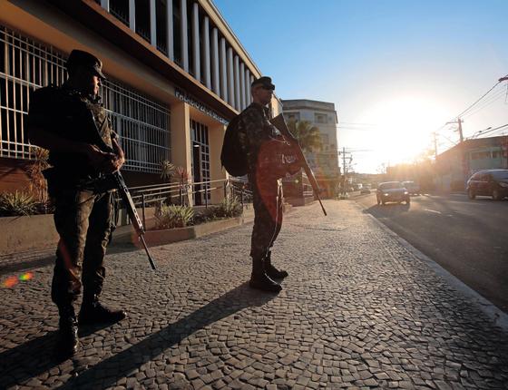 Exército ajuda na segurança no Rio (Foto: Thiago Freitas / Agência O Globo  )