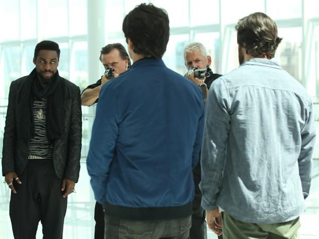 Brian avisa que Herval será julgado por cyberterrorismo (Foto: Carol Caminha/Gshow)