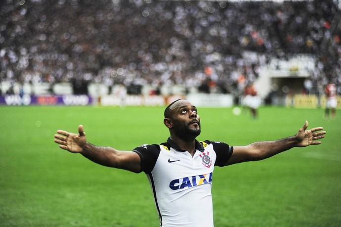 Vagner Love Corinthians (Foto: Marcos Ribolli)
