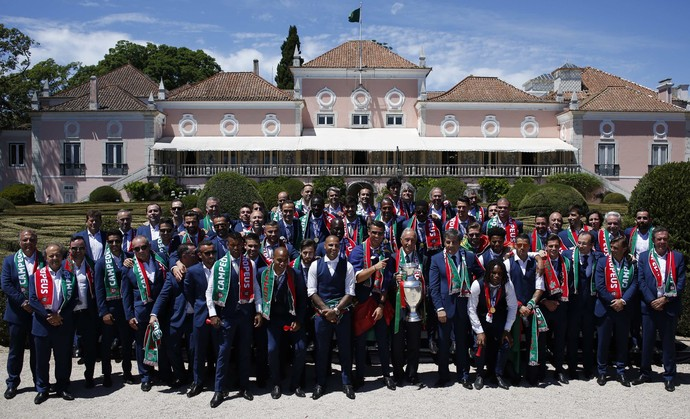 Portugal posa com o presidente em Lisboa (Foto: REUTERS/Pedro Nunes)