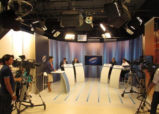 Jornalista Zileide Silva mediou o debate entre candidatos ao governo do Piauí (Foto: Katylenin França/TV Clube)