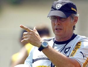 Oswaldo de Oliveira no treino do Botafogo (Foto: Jorge William / Ag. O Globo)