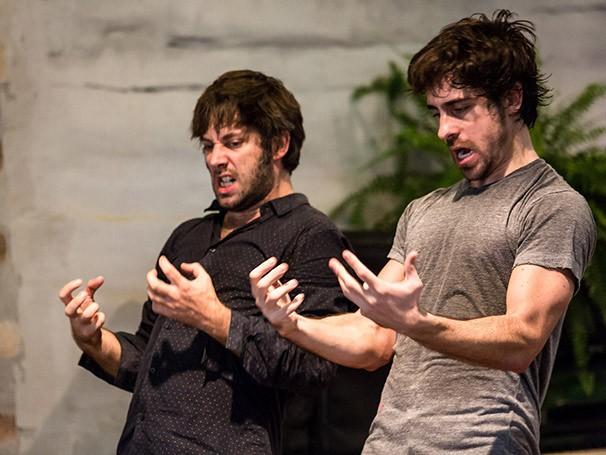 Felipe Abib em cena do espetáculo 'Philodendrus' (Foto: Renato Mangolin)
