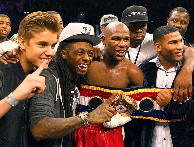Floyd Mayweather Jr. com o cantor Justin Bieber (Foto: Getty Images)