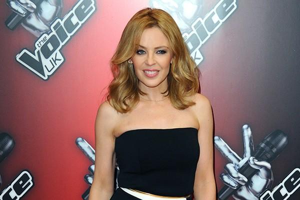 """Kylie Minogue tem medo de...cabides! Ela tem que deixar suas roupas empilhadas ao invés de penduradas. """"Não gosto do som deles quando os coloco dentro do guarda-roupa"""", disse a estrela. (Foto: Getty Images)"""
