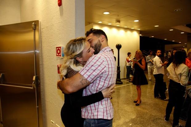 Nathalia Rodrigues e namorado (Foto: Marcos Ribas/Brazil News)