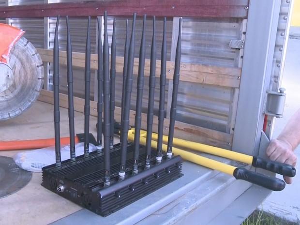Jammer era usado para interferir com sinal de rastreadores de caminhões (Foto: Reprodução / TV Tribuna)