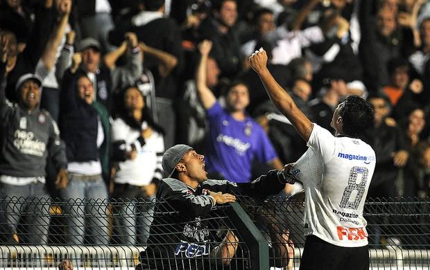 Corinthians x Vasco, Paulinho (Foto: Agência AFP)