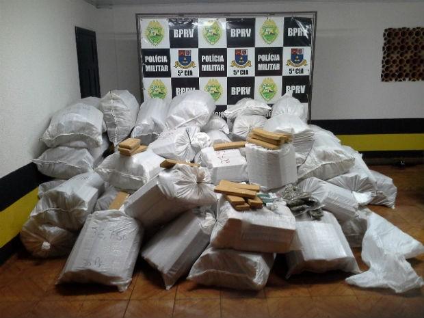 Droga estava dividida em 65 sacos (Foto: PRE/ Divulgação)