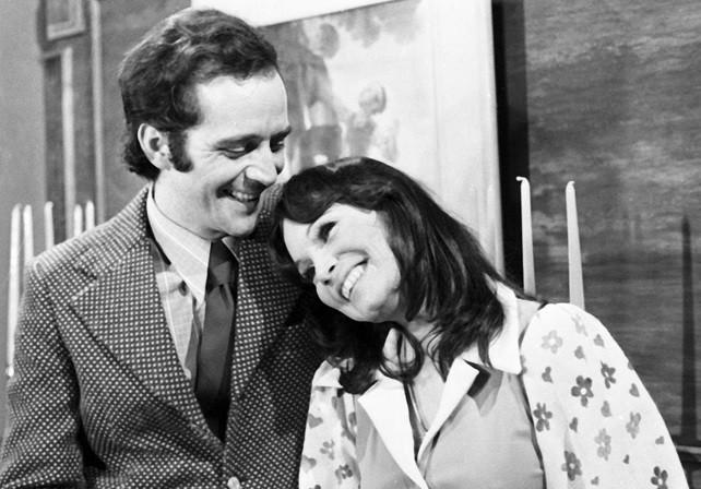 Humberto (Cláudio Marzo) e Cecília (Regina Duarte) em Carinhoso